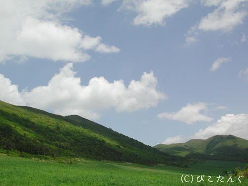 田代山(左)と田代平高原